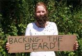 Китаец примерил пчелиную бороду